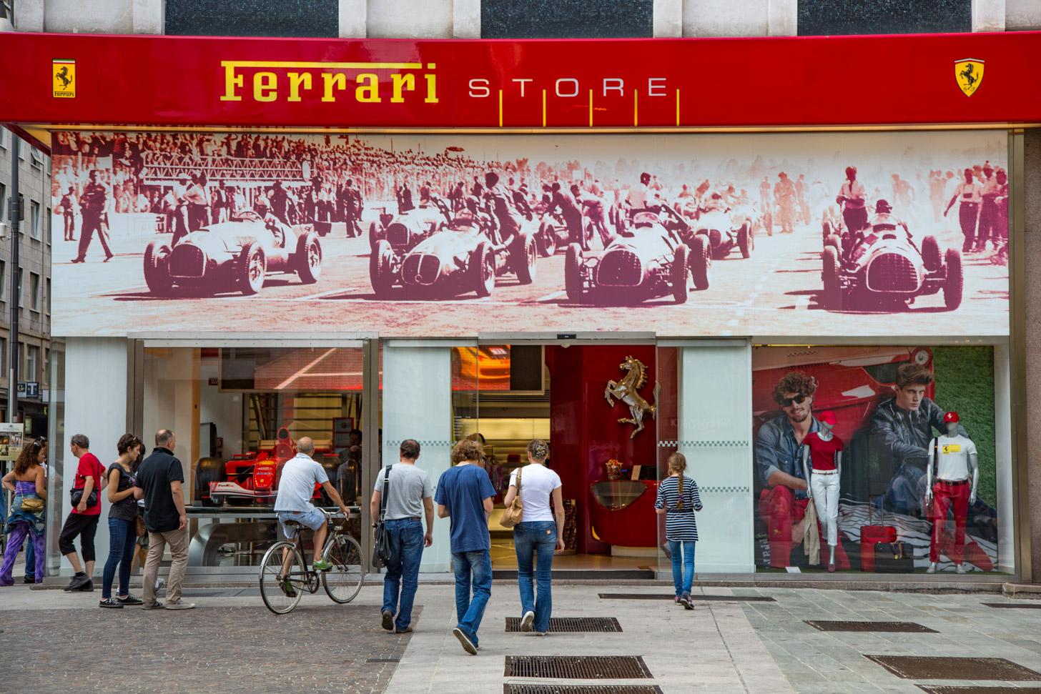 De Ferrari Store in Milaan