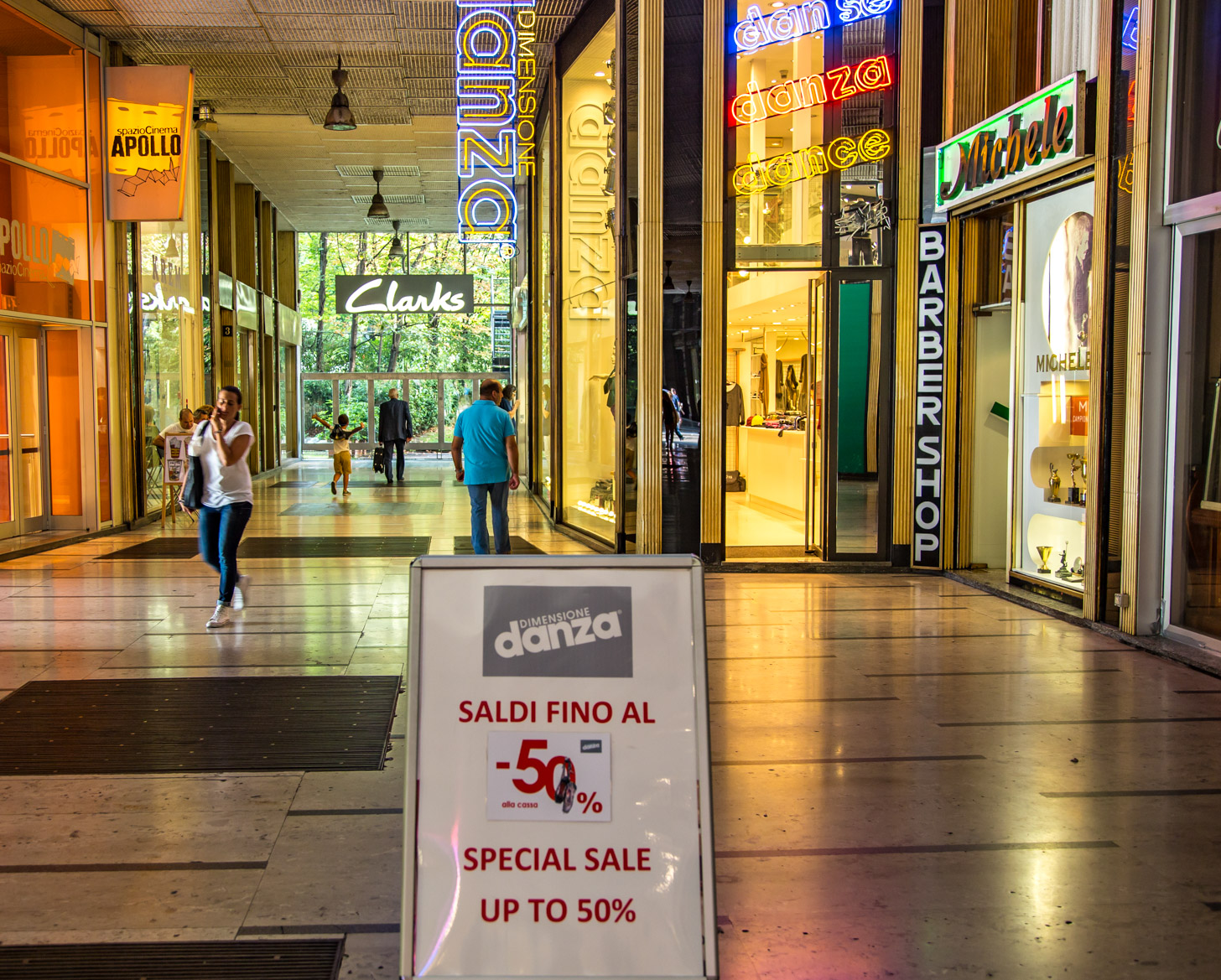 Whoehoe.... uitverkoop in Milaan, dus winkelen met hoge kortingen!